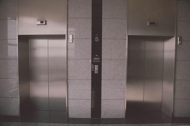 夢占い エレベーターの夢 故障