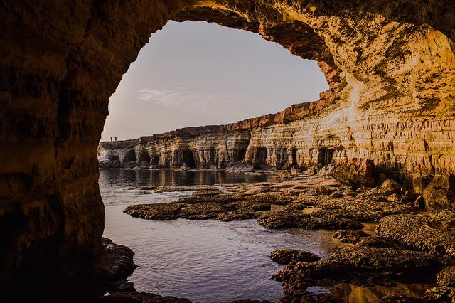 洞窟の夢占い